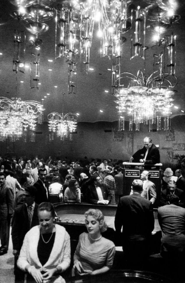 A-Havana-casino.-1950-671x1024