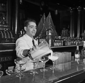 Tropical-cocktails-at-a-bar-in-Havana.-1946
